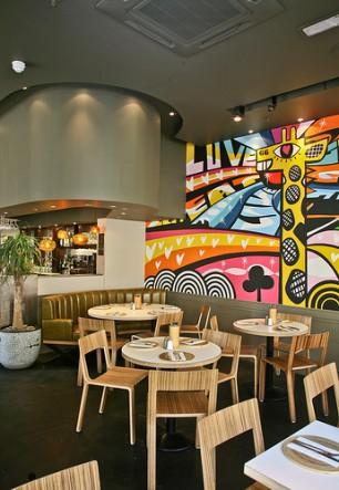 Giraffe restaurant interior