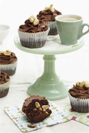 Salted-Peanut-Chocolate-cupcakes
