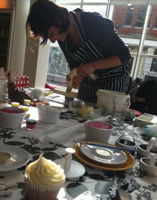 How To Make Cake Pops Cake Pop Course Sweet Revenge Bakery