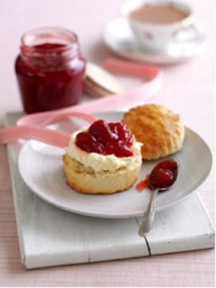 Classic cream tea -jam-scones