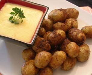 Spicy Roasted Salad Potatoes with Garlic Aïoli