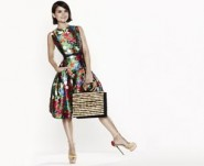 model wear Oscar de la Renta dress