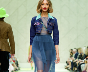 Feat-Burberry Prorsum Womenswear Spring Summer 2015 Collection - Look 17