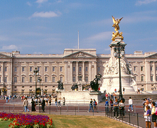Photo Credit: Roger W Follow London - Buckingham Palace License Attribution Some rights reserved by roger4336