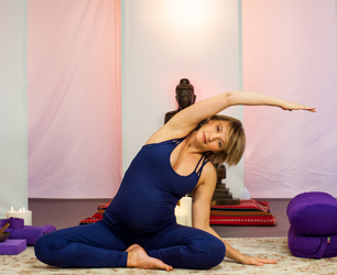 seven key yoga poses for pregnancy  stylenest