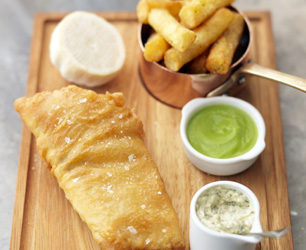 feat-tom-kerridge-fish-and-chips-with-pea-puree-and-tartare-sauce-2