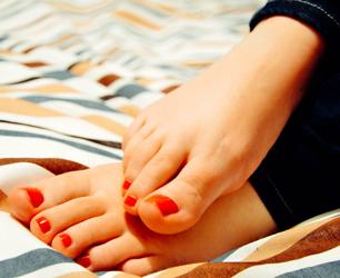 Feat-feet-931921_1280